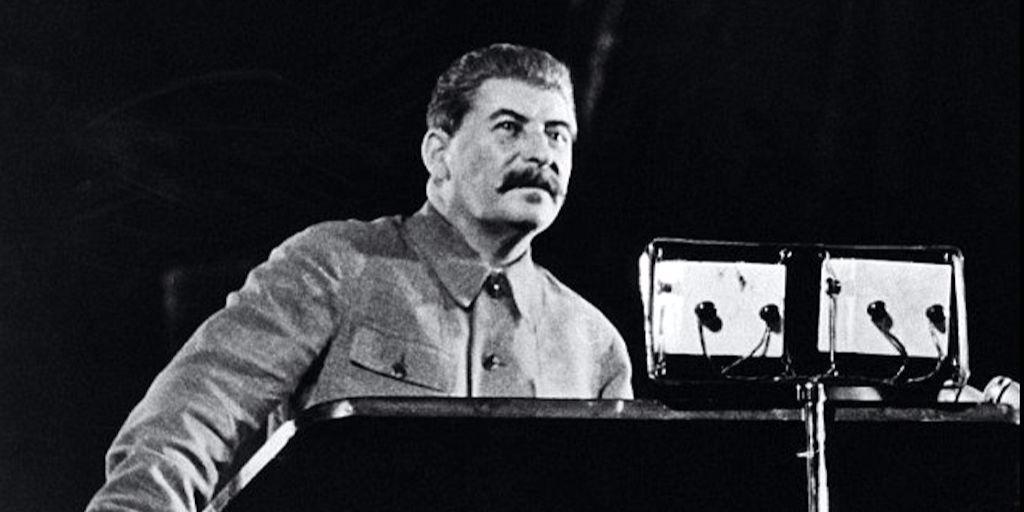 «Трудно со Сталиным полемизировать: ты ему сноску, а он тебе — ссылку»