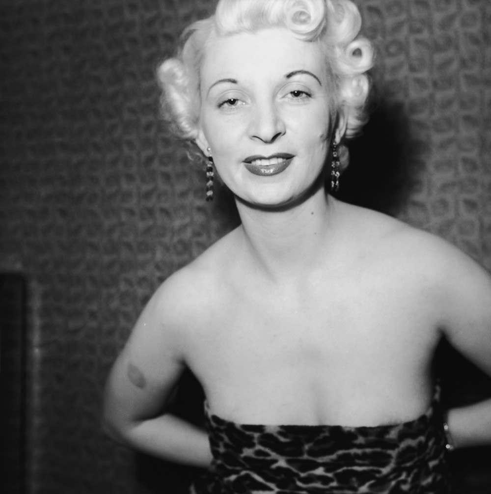 Картинки по запросу «Жизнь за жизнь» — история Рут Эллис Сногсшибательная платиновая блондинка безжалостно выпускает обойму в своего любовника, который по-свински с ней обращался.. Фото