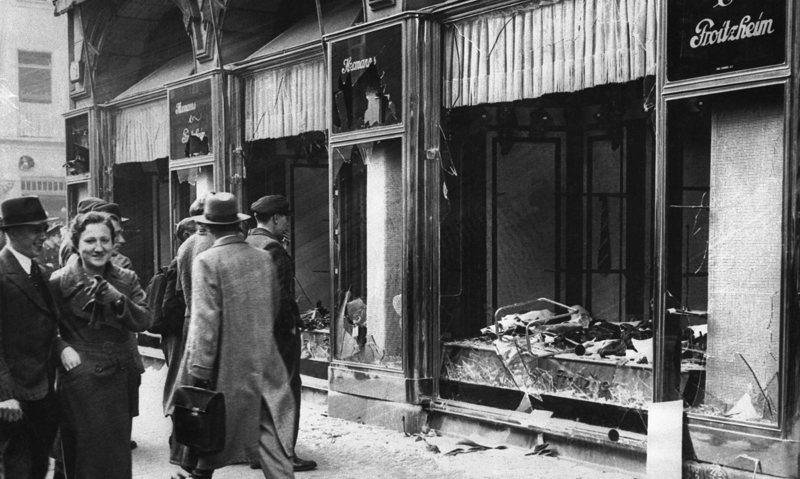 Магазин в Магдебурге после «Хрустальной ночи», 1938 год.