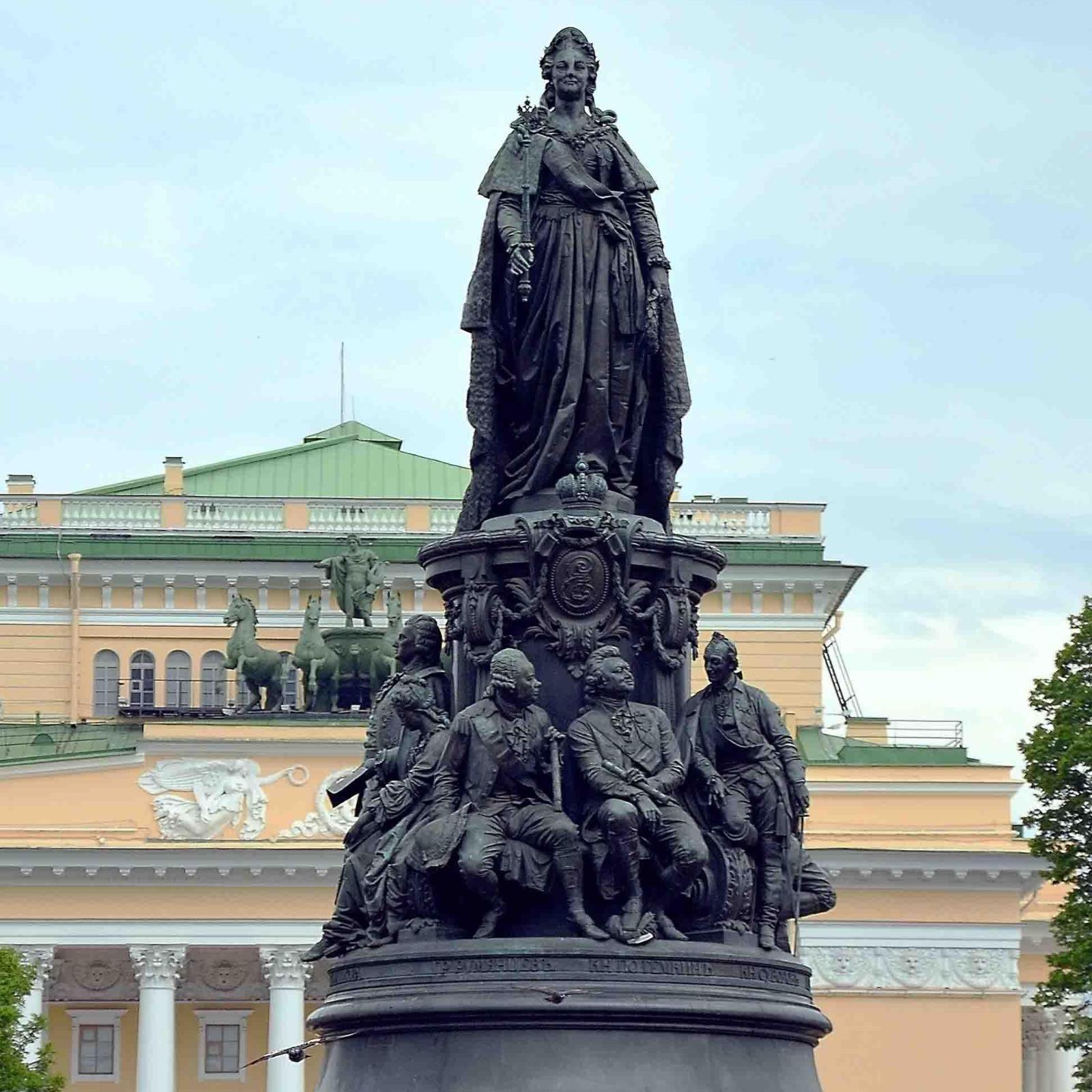 Памятник Екатерине в Петербурге.