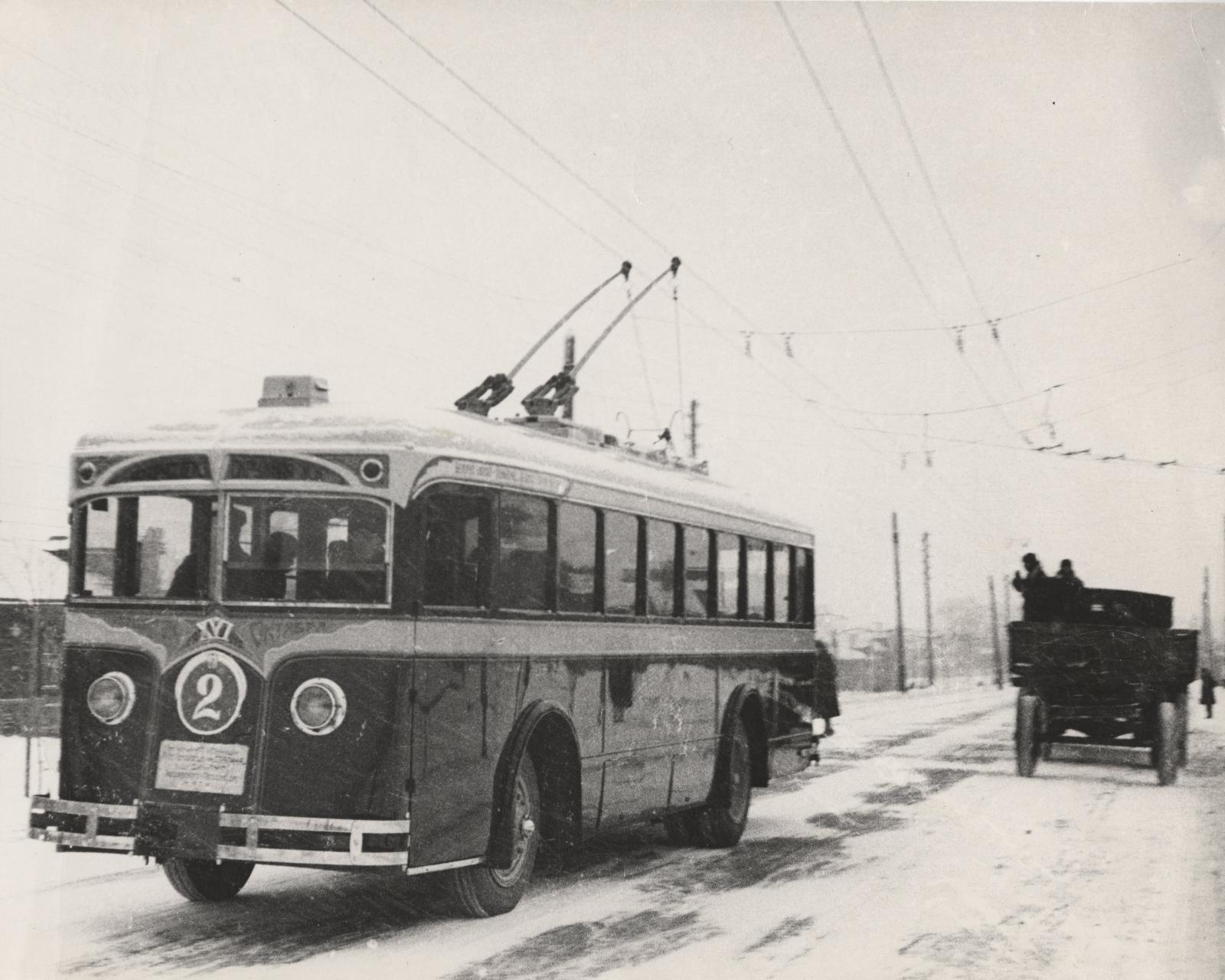Ленинградское шоссе. На маршруте первый советский троллейбус ЛК-2. Конец 1933-го