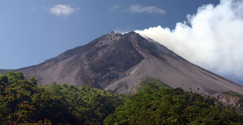 Вулкан Мерапи.