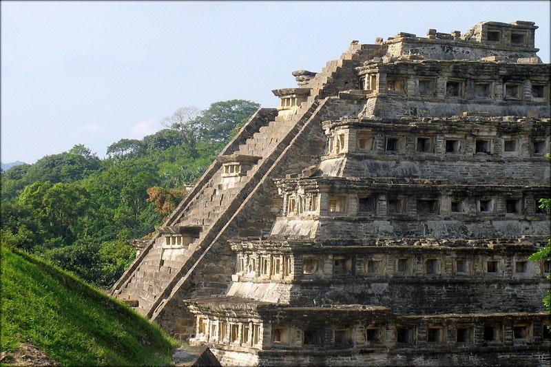Пирамида в городе Эль-Тахин.