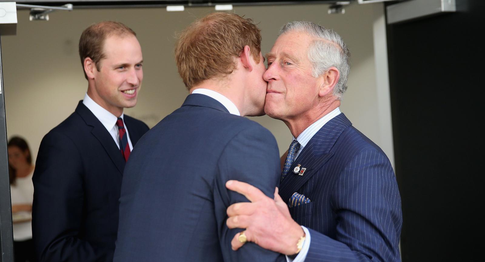 Принц Чарльз с сыновьями.