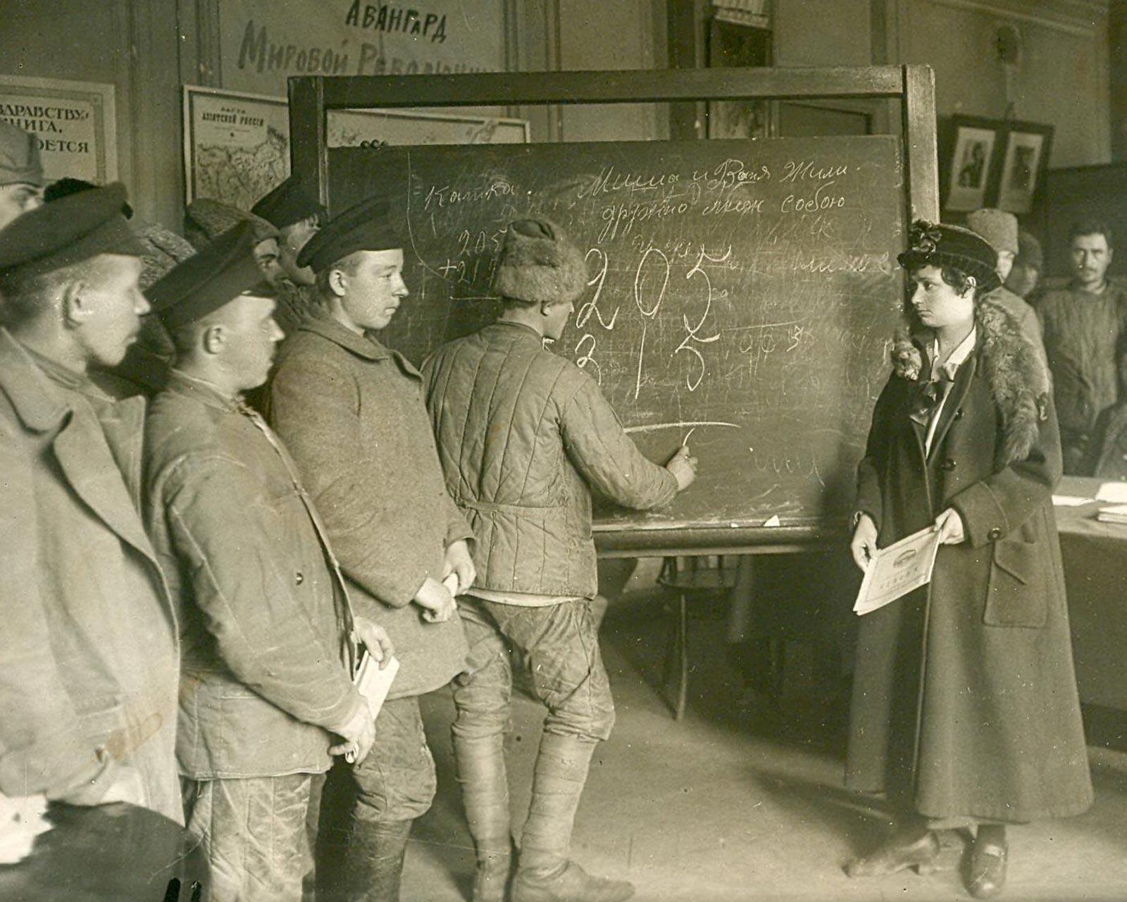 Курсы ликбеза в Петрограде, 1920 год.
