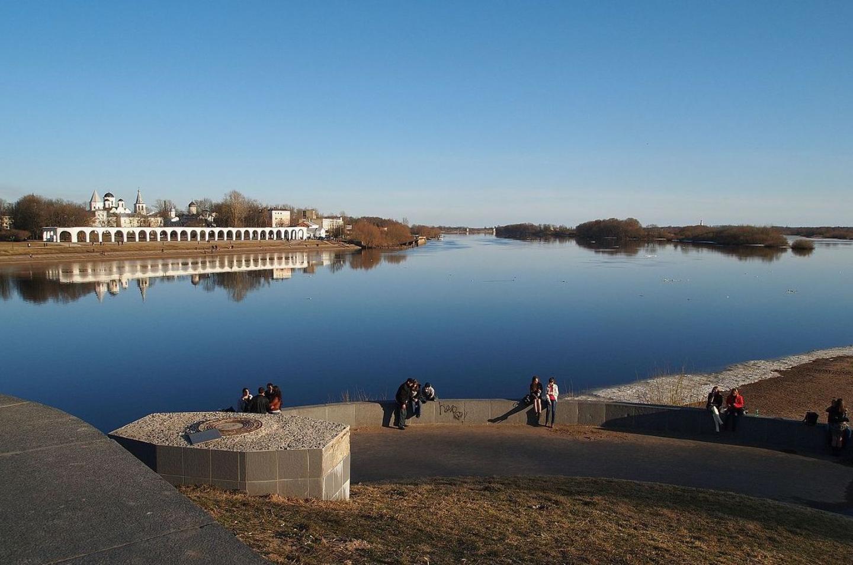 Новгородцы приняли крещение в реке Волхов.