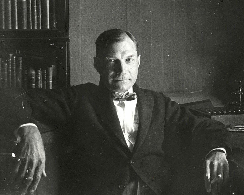 Е.И. Замятин в своём кабинете. Фотография А.А. Кроленко. Ленинград, 31 мая 1931 г.