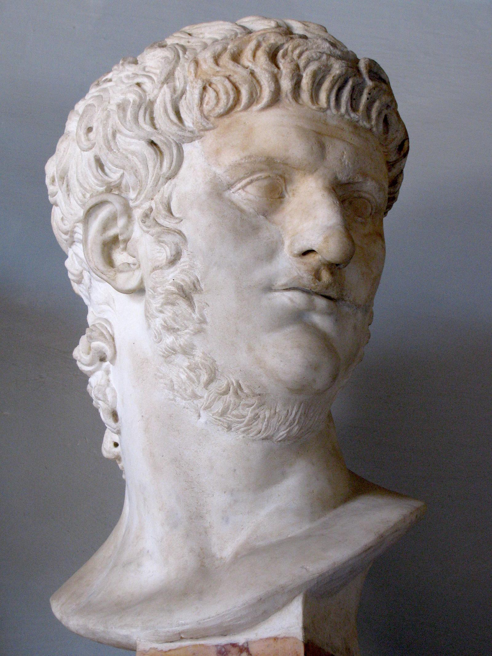 Бюст императора Нерона.