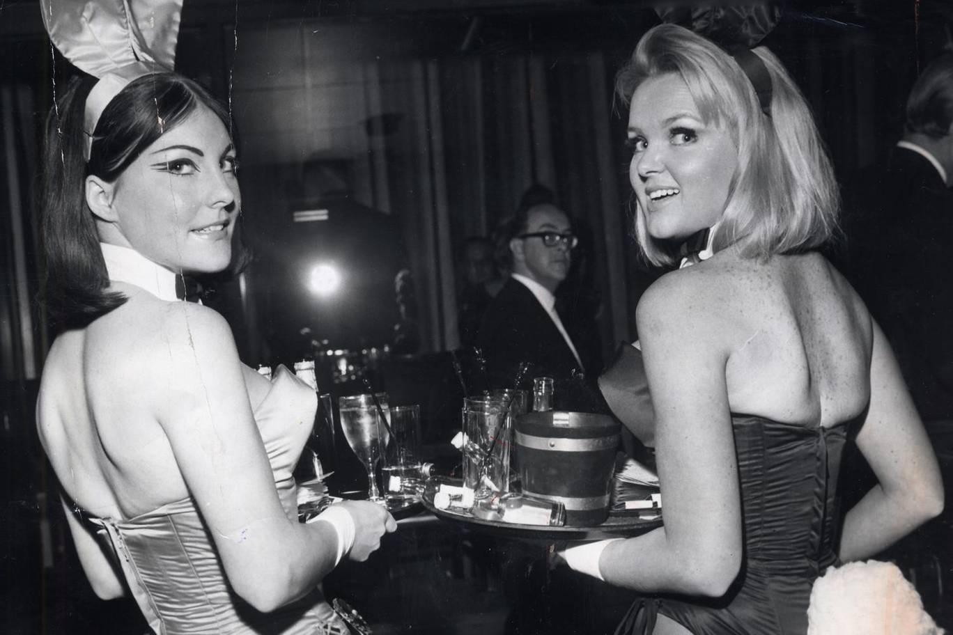 Девушки в Playboy Club вМейфэре, Лондон. <br>