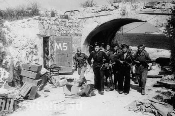 Советские моряки снова в Севастополе, 1944
