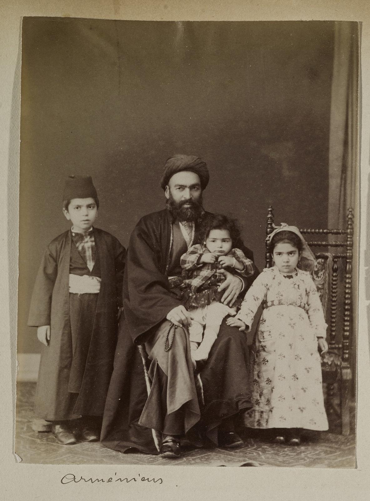 Армянская семья.