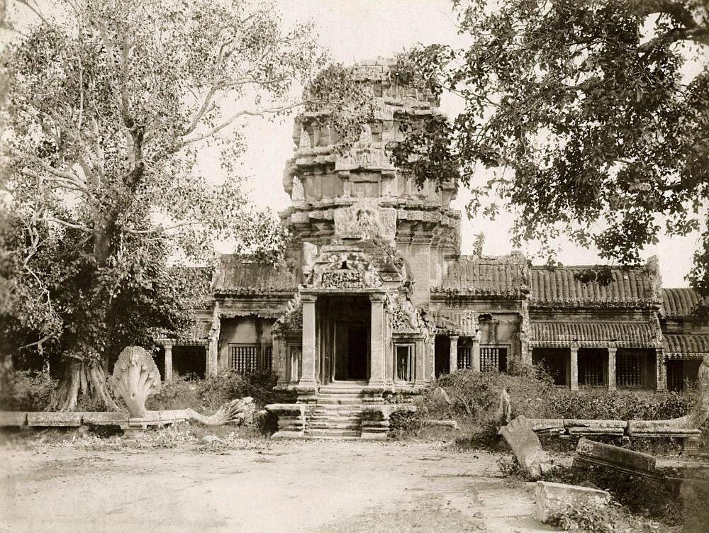 Украшения ряда барельефов Ангкор-Вата остались незавершенными. <br>