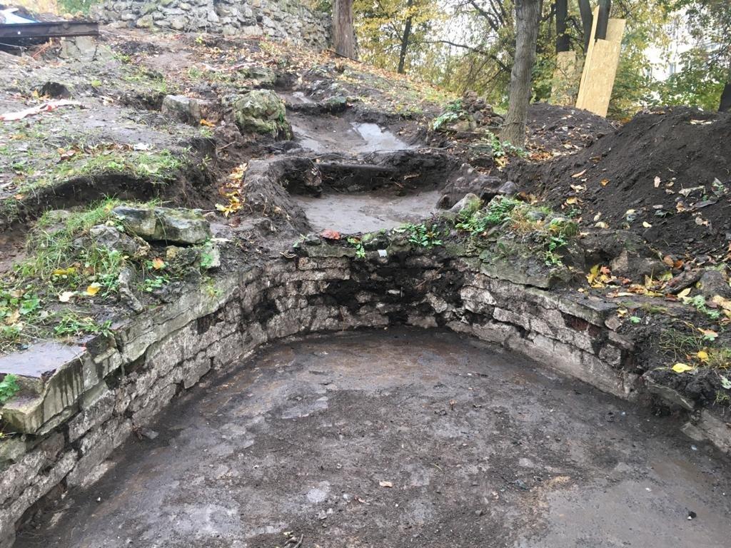 Исторические элементы Грота нашли в Саду имени Баумана