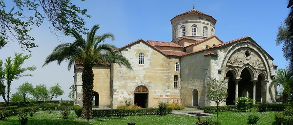 Храм святой Софии в Трапезунде, превращенный вмечеть.