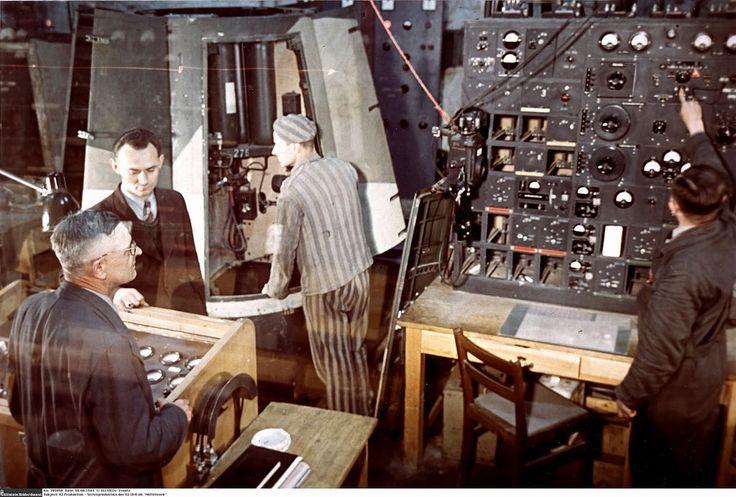 1944AllemagneNordhausenKonzentrationslagerDora-MittelbauDesprisonnierstravaillentalaconstructionsderoquettesV1etV2-1414.jpg