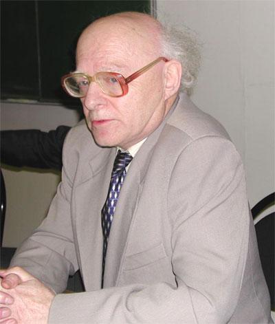 А. С. Ахиезер.
