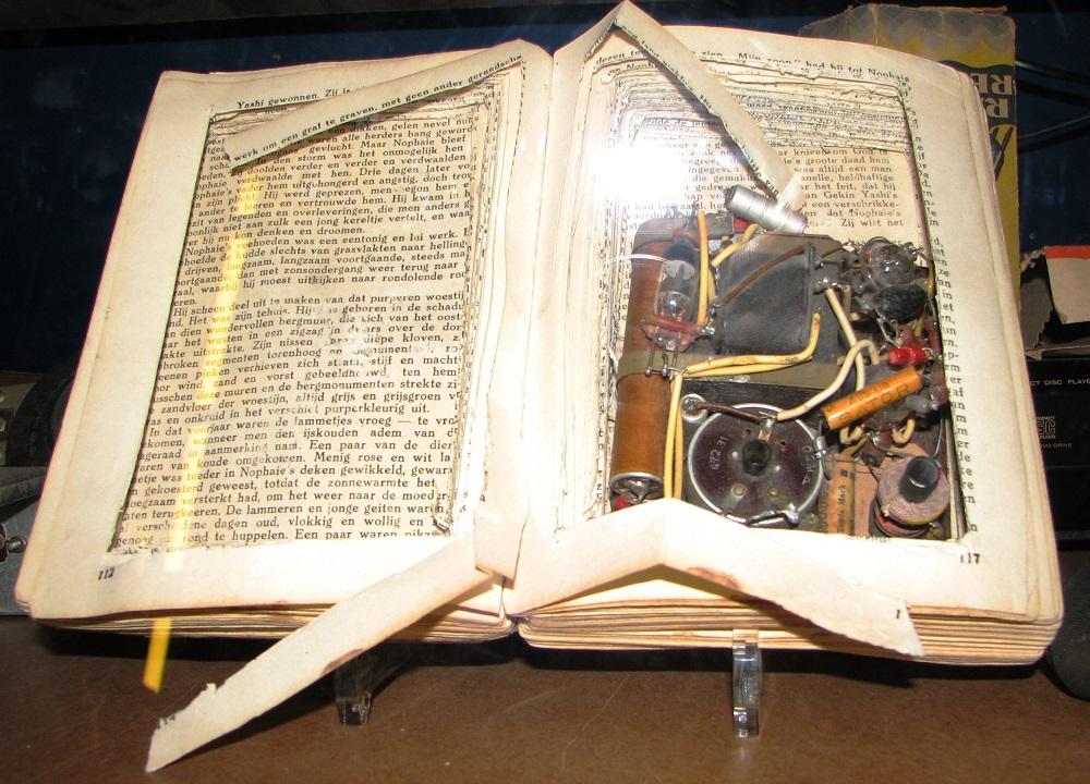 Спрятанное в книге радио, Нидерланды, 1940-е.