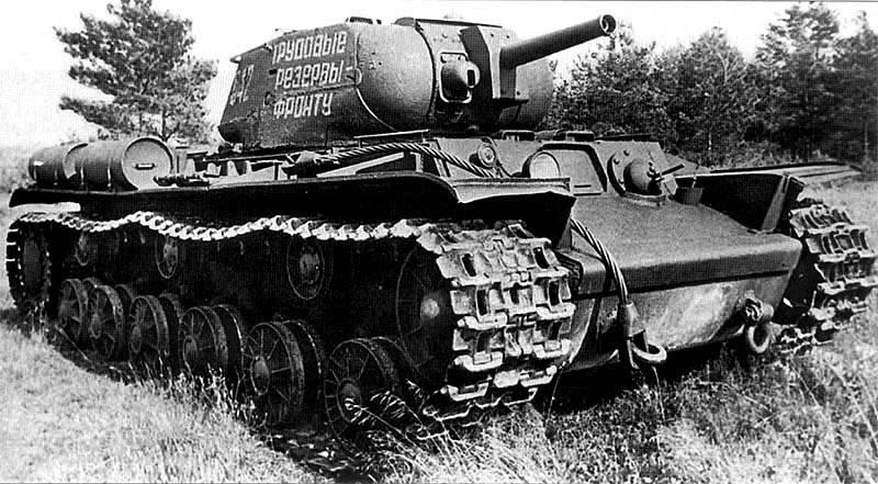 Огнеметный танк КВ-8С. <br>