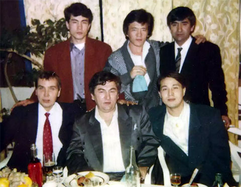 Павел Захаров — внизу слева— иворы взаконе.