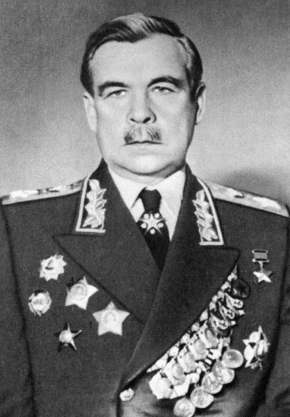 Подпоручик А. В. Колчака и Маршал СССР Л. А. Говоров.