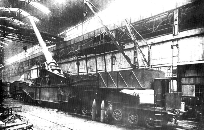 Постройка артиллерийского железнодорожного транспортёра ТМ-1−14 с 356-мм орудием, 1932 год.