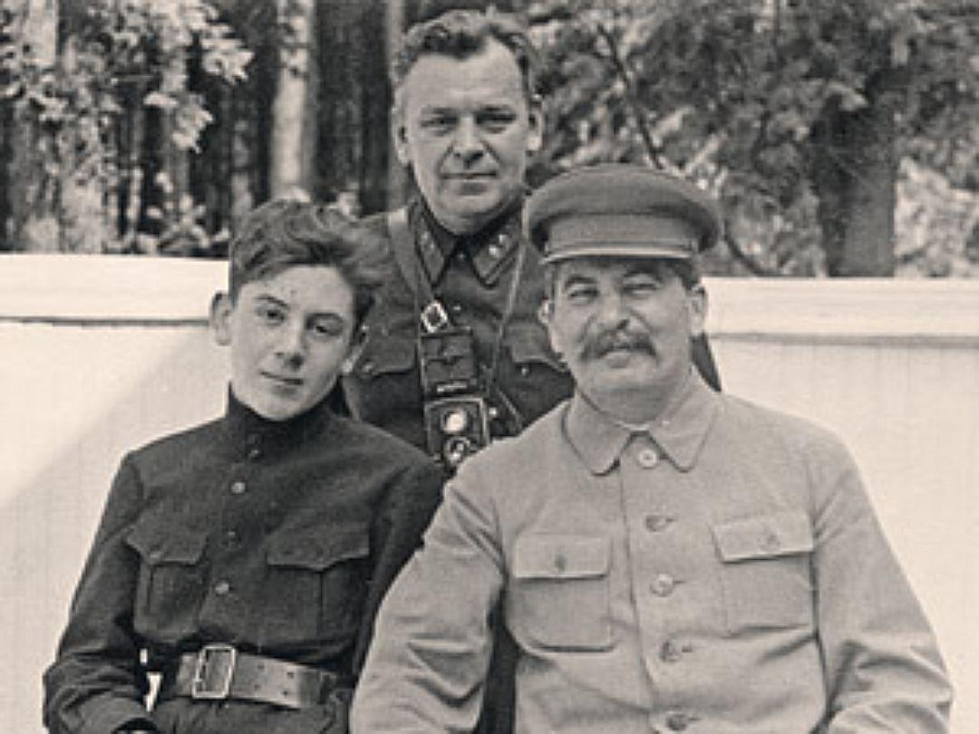 Сталин с сыном Василием и генералом Власиком.jpg