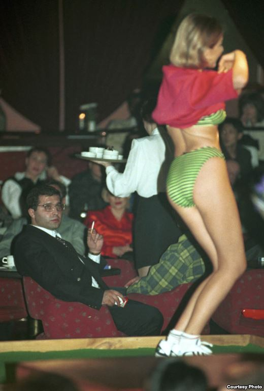 Москва клуб 90 х работа в москве в ночном клубе для снг
