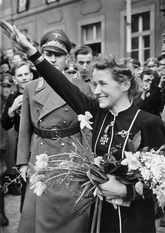 Вручение Железного креста Ханне Райч, 1941.