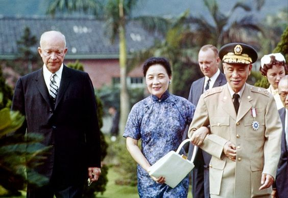 11 U.S. President Dwight D. Eisenhower and President Chiang Kai-shek of Republic of China in Taiwan. 1960..jpg