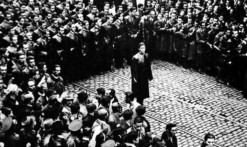 Корнелиу Кодряну выступает перед легионерами, 1937. <br>