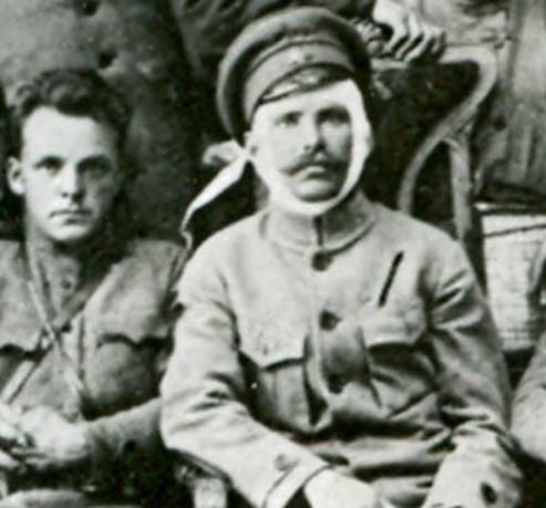Д. Фурманов, В. Чапаев (справа).jpg