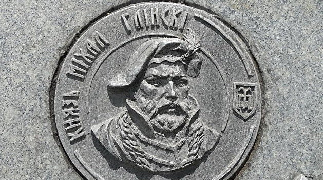 Изображение Глинского на памятном камне наместе Клецкой битвы.
