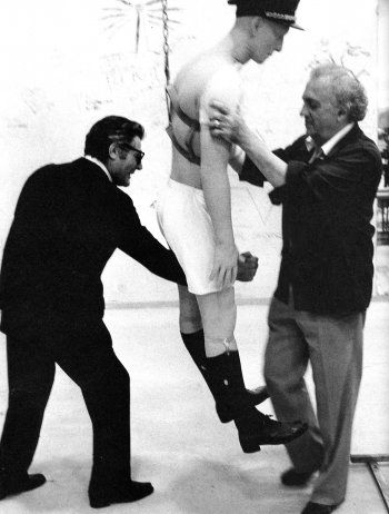 18 Marcello Mastroianni and Federico Fellini on the set of La Citta Delle Donne photographed by Tazio Secchiaroli 1980.jpg
