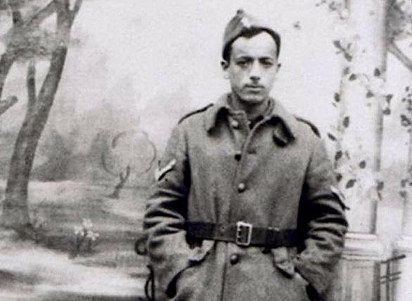 Марсель Наджари в форме греческой армии.