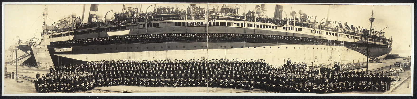 officers-and-crew-uss-mount-vernon-october-30-1918-loc_3006358188_o.jpg