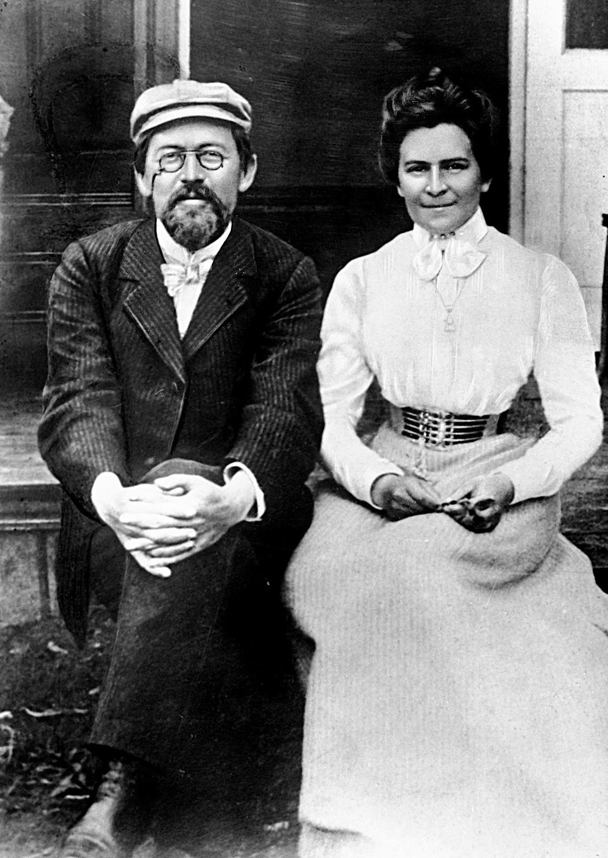 А. П. Чехов и О. Л. Книппер, май 1901 года. <br>