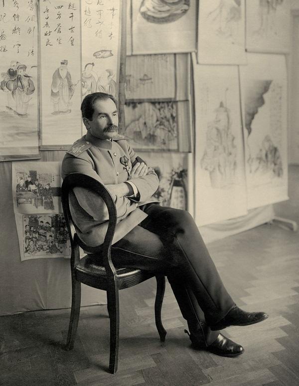 П. К. Козлов на выставке находок вХара-Хото в1910 году.