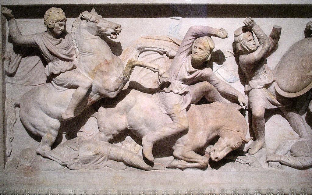 Сидонский саркофаг украшен рельефом битвы при Иссе.