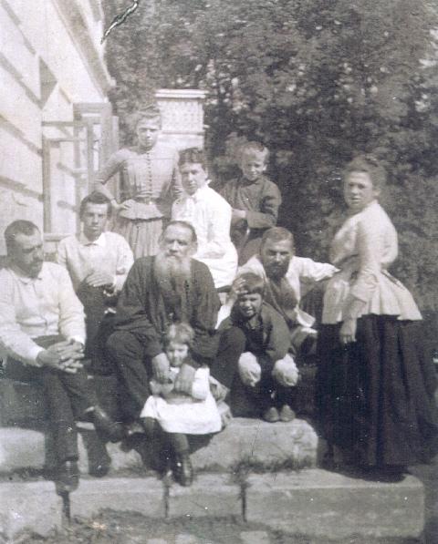 С женой идетьми. 1887.
