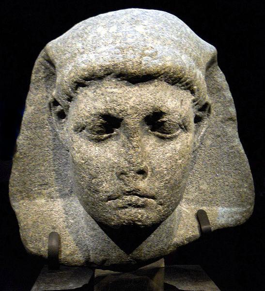 фото 3 Высеченная из камня голова Цезариона.jpg