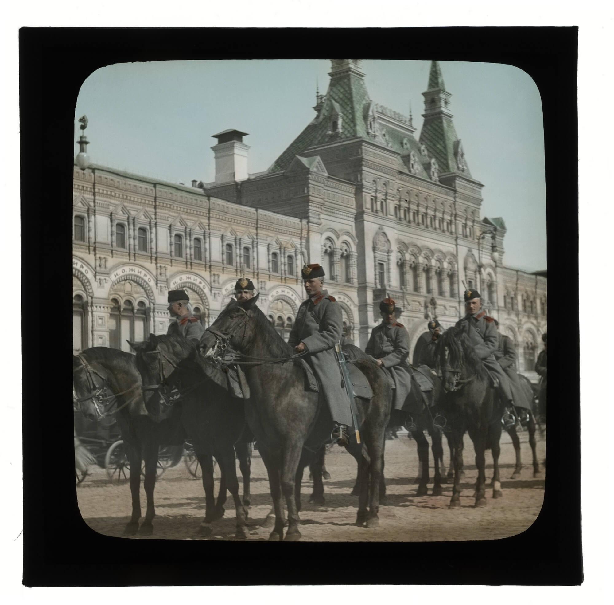 Военные в Москве.
