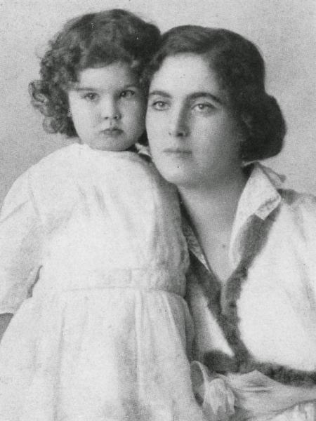 Вивьен с матерью Гертрудой.