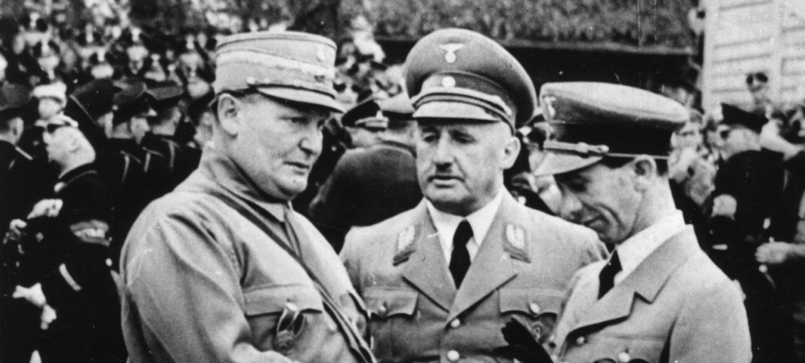 фото 2 Штреи?хер (в центре) вместе с Герингом и Геббельсом.jpg