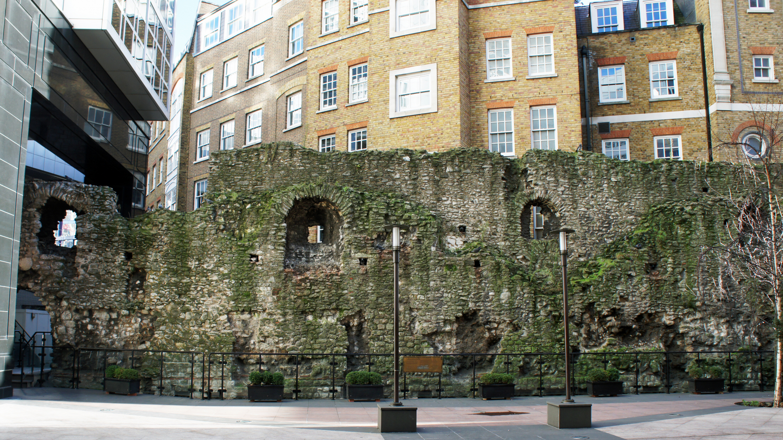Римская стена в Лондон-Сити.