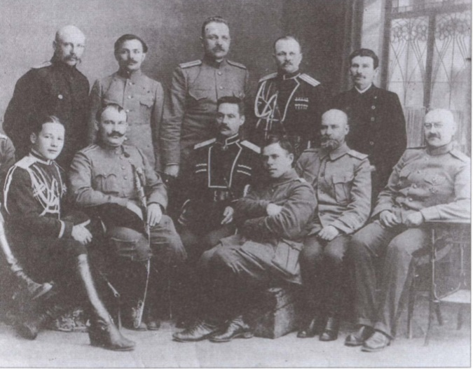 Семенов с офицерами.
