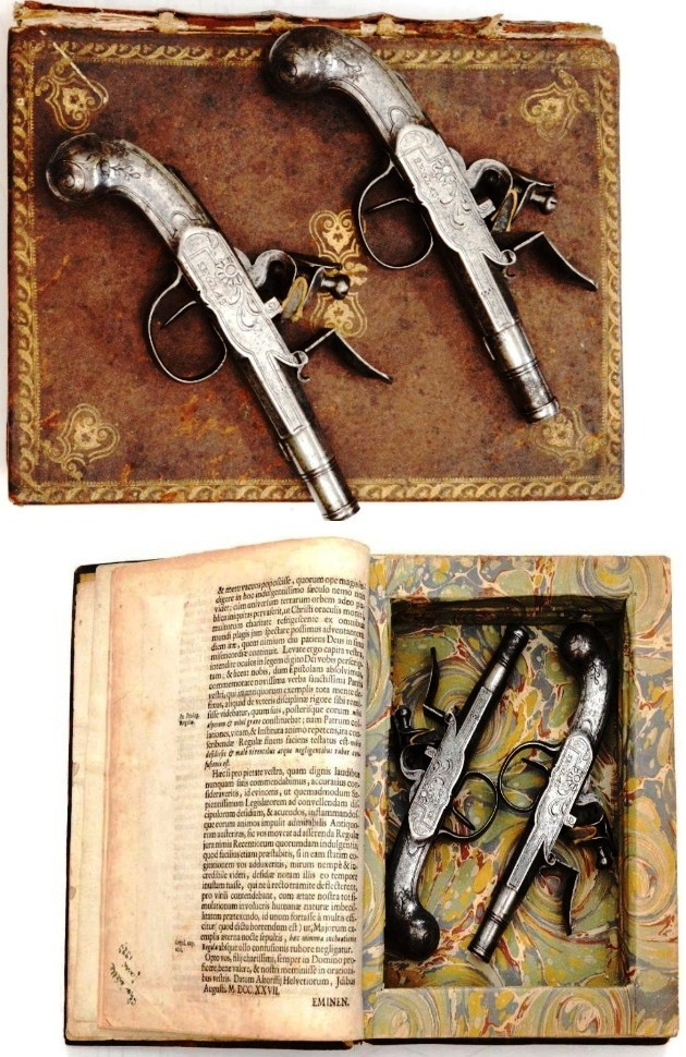 Пистолеты, спрятанные в Псалтири, Бельгия, 1750-е.