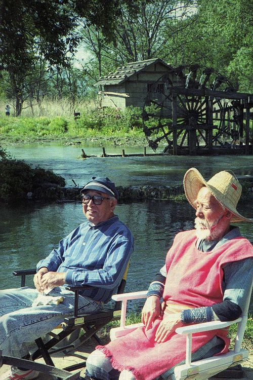 31_Akira Kurosawa and Chishu Ryu on the set of Dreams..jpg
