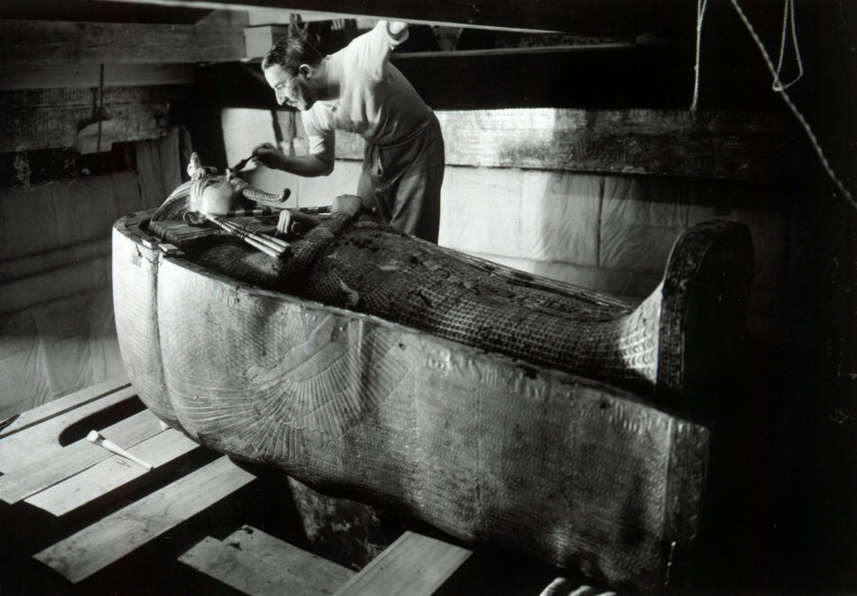 Howard_Carter_in_the_King_Tutankhamens_tomb.jpg