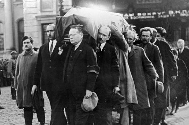 Похороны П. Л. Войкова.