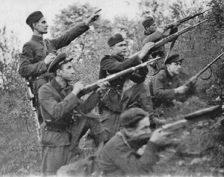 Бойцы УПА — Украинской повстанческой армии, 1947. <br>